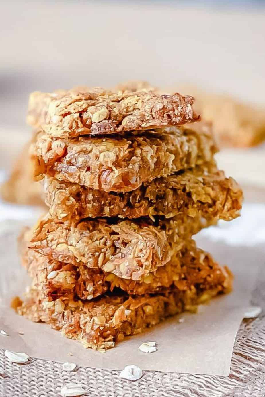 These soft carrot cookies are perfect for breakfast and are a great healthy snack option for your kids. Plus they taste like carrot cake! - The Yummy Bowl