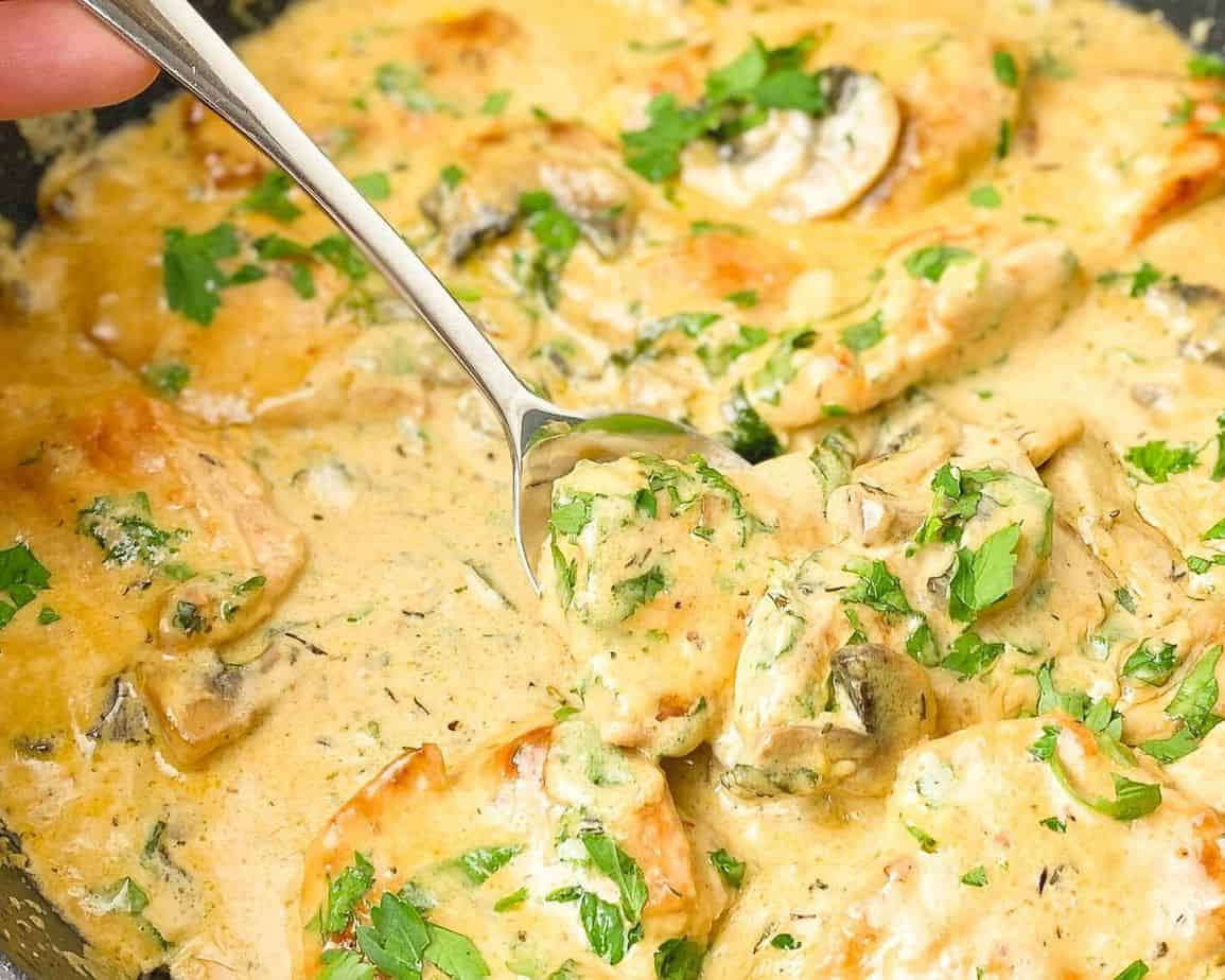Chicken smothered in a rich and creamy cheddar sauce with parsley is a truly heartwarming , so cozy and a perfect dinner meal. Very quick and easy dinner recipe idea to make from scratch which only takes you 30 minutes to make.- The Yummy Bowl