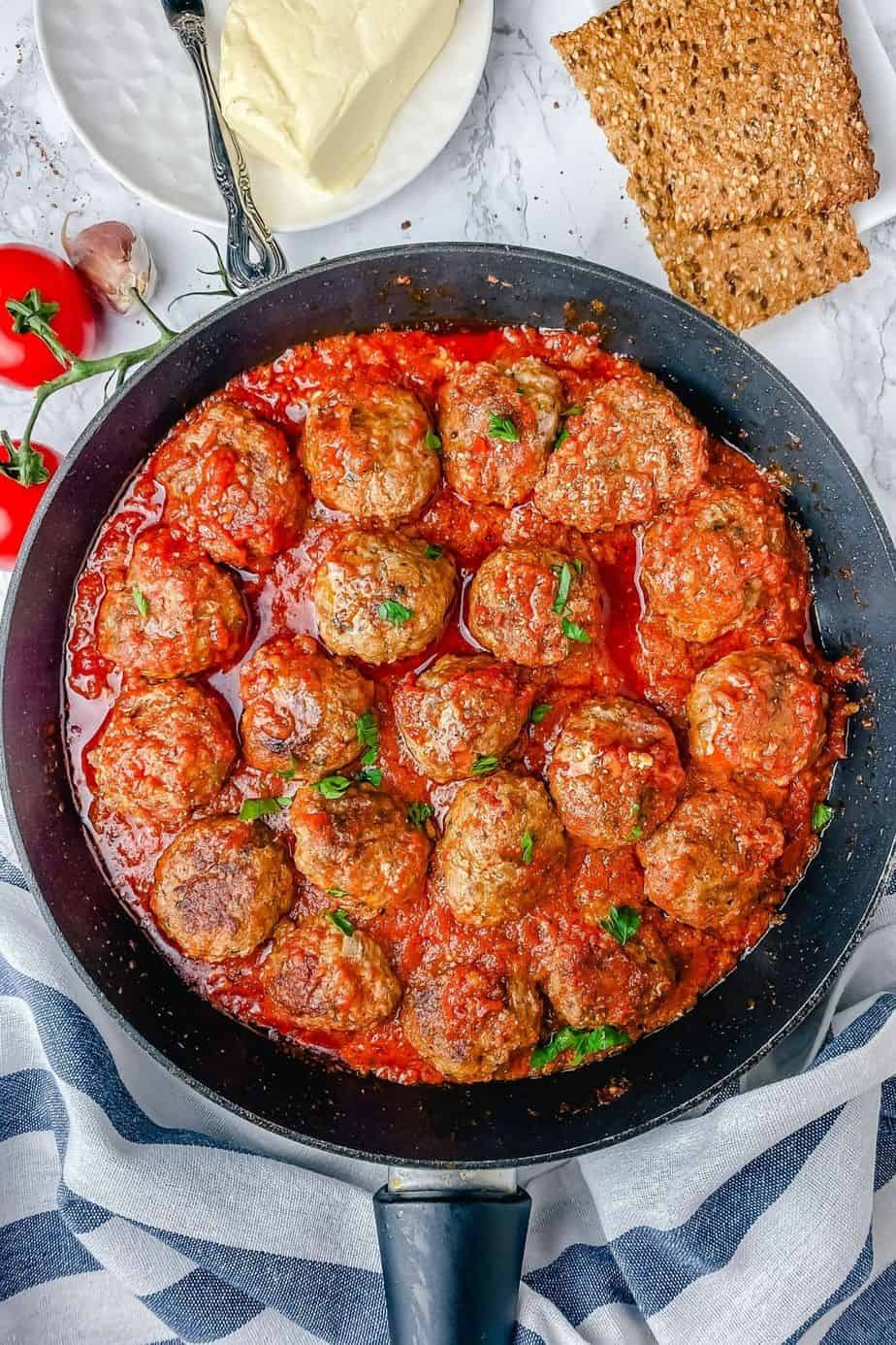 These easy meatballs in tomato sauce are made with pork and beef ground meat. A delicious blend of flavors and a dinner recipe that you can't go wrong with. Guaranteed to feed and satisfy your family or guests in no time - The Yummy Bowl