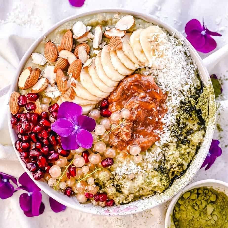 An easy and yummy breakfast porridge bowl that takes less than 10 minutes to throw together. It's a simple blend of oatmeal, matcha green tea, vanilla, almond or oat milk (choose your favorite milk), coconut, honey and topped up with banana slices, peanut butter, pomegranate seeds, almonds, white currants. - The Yummy Bowl