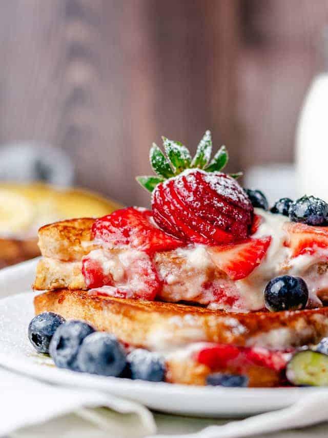 strawberry cream cheese stuffed french toast bite shot