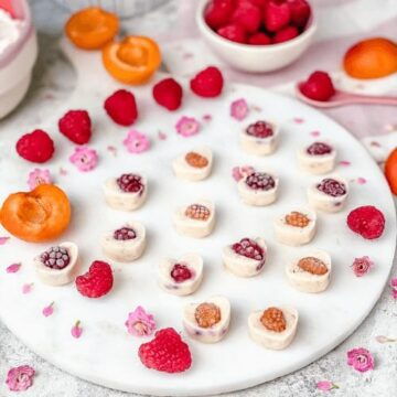 Delicious Frozen Yogurt hearts, with only 5 ingredients make a perfect healthy afterschool snack. They're incredibly easy to make! Meal prep ahead, enjoy as a healthy breakfast or dessert, or as an on-the-go snack! The Yummy Bowl