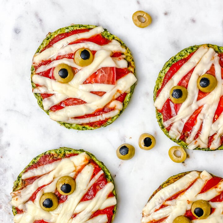 Halloween Mummy Pizzas - is the perfect Halloween party or dinner idea. Make these mummies with your kids for an easy and super flavorful Halloween themed meal. These mini pizzas are also gluten-free! The Yummy Bowl #savouryhalloweenfood #halloweenfoodrecipes #halloweenmummypizza #mummypizza #creepyhalloweenfoodideas #traditionalhalloweenfood #halloweentreats