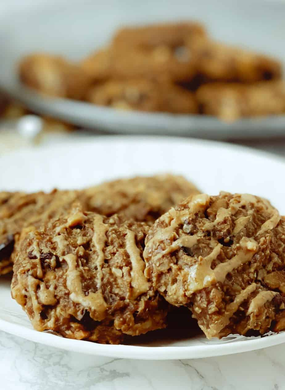 These peanut butter oatmeal cookies with cranberries are easy to make and have no flour, eggs, or butter. Naturally gluten-free, dairy-free, and vegan friendly! - The Yummy Bowl