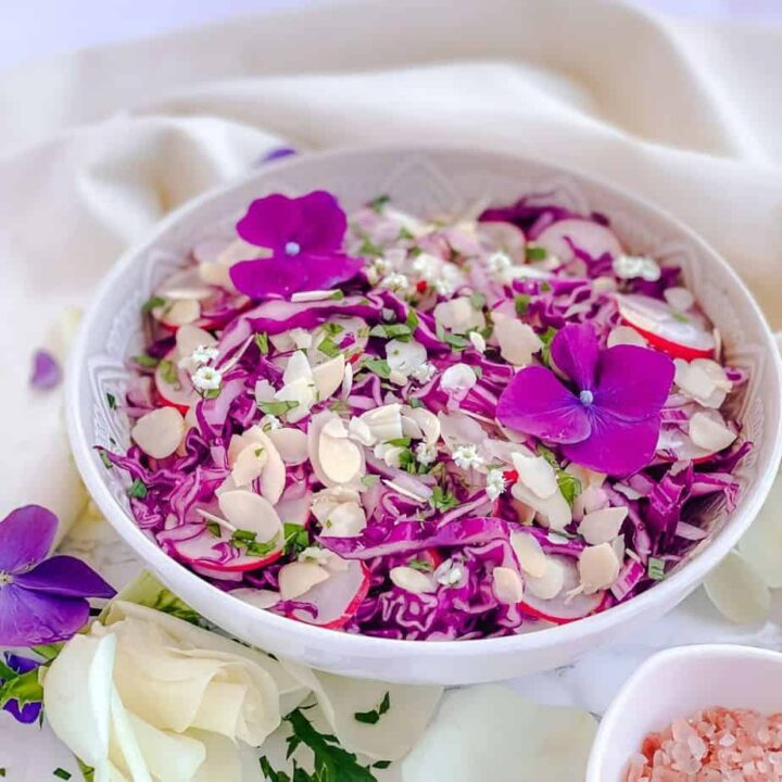 Healthy Purple Cabbage salad with Almonds - Crunchy, healthy, sweet and so easy to make. This salad recipe has only 4 main ingredients and is full of great fresh flavors thanks to delicious Maple Vinegar Salad Dressing. - The Yummy Bowl